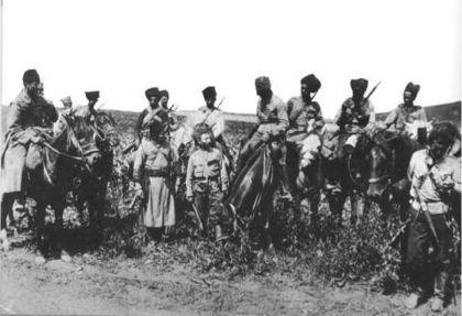 ...1919 года армия Нестора Махно отступала под натиском офицерских и...