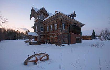 Заброшенные деревянные дома и церкви